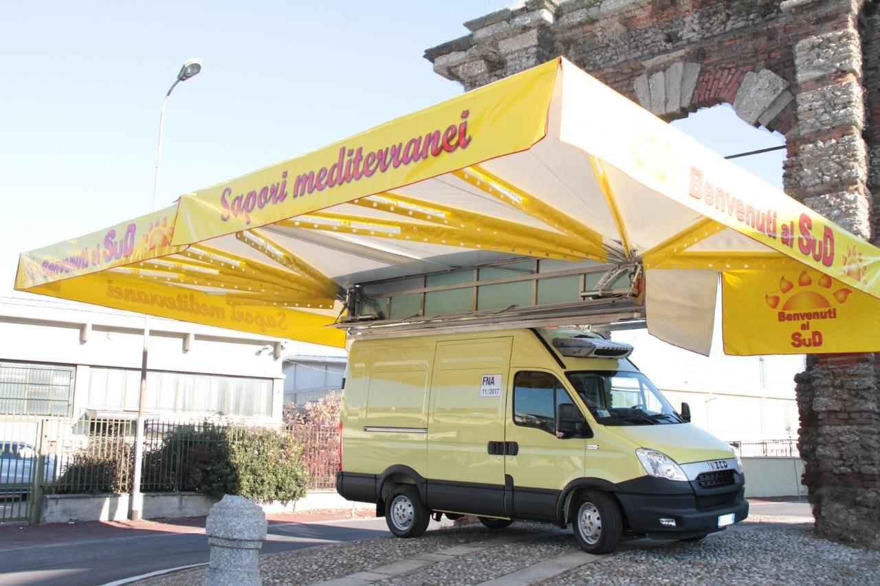 furgoncino con tenda gialla personallizata